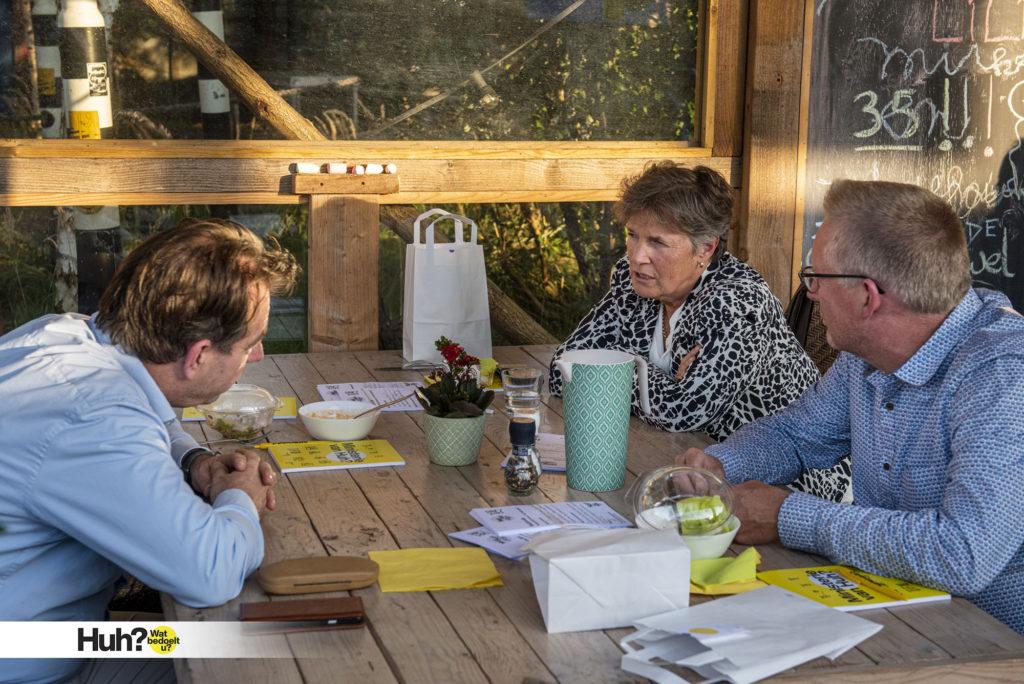 Meldpunt voor onbegrijpelijke zaken in actie In gesprek met inwoners van Breda over hun Huh? moment.  #WeekVanLezenenSchrijven #BredaEenvoudig #HuhWatbedoeltU #laaggeletterdheid  Huh? Wat bedoelt u? Evaluatie op STEK fotografie Edwin Wiekens